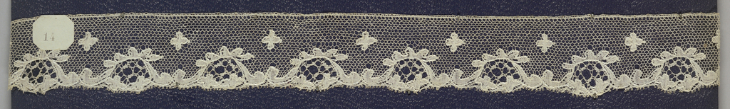 Edge of bobbin lace, bracketed blossom; late 18th  century Buckinghamshire.