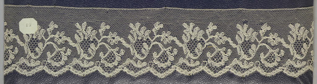 Edge of bobbin lace, scrolling plant and scalloped edge; late 18th century Buckinghamshire.