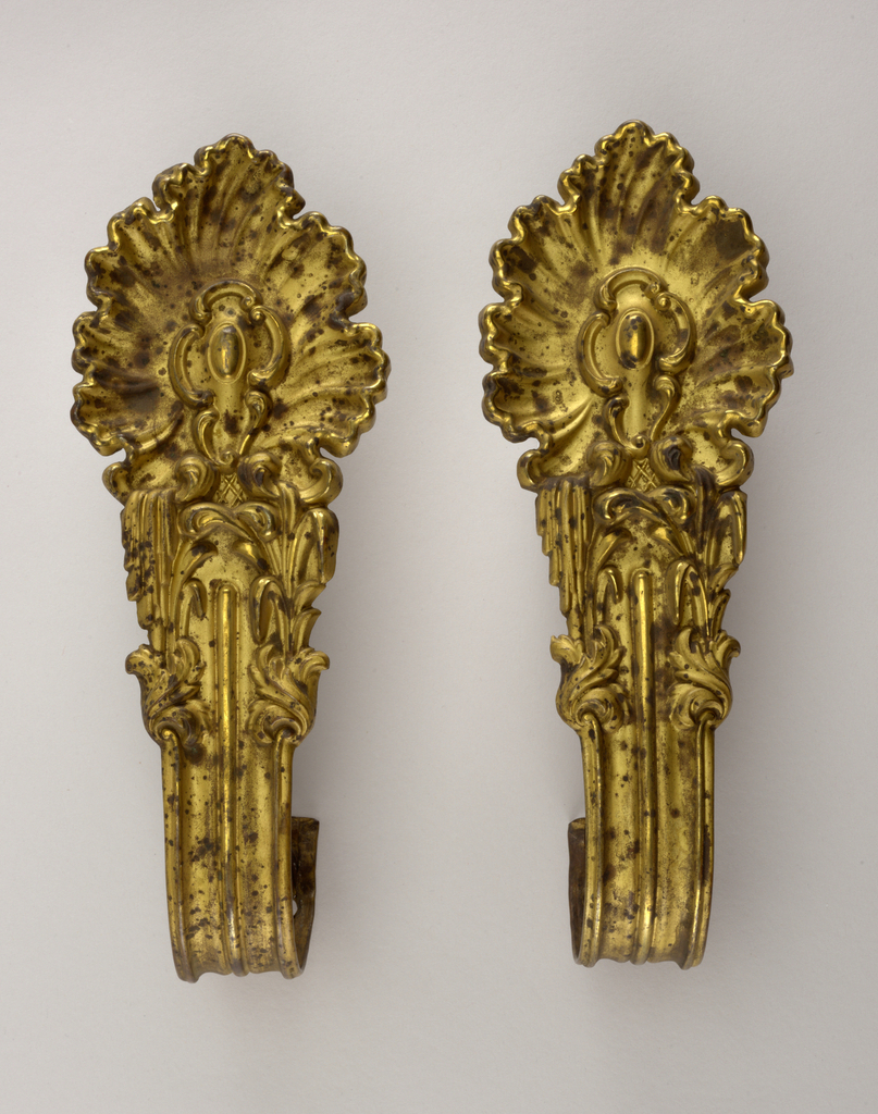 Rococo style cartouche on curved banded stem