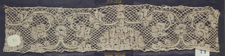 Bruges bobbin lace sample, symmetrical floral; late 17th century