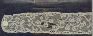 Along with 1974-52-44, makes up a pair of bobbin lace lappets, floral vine; late 18th century Maline