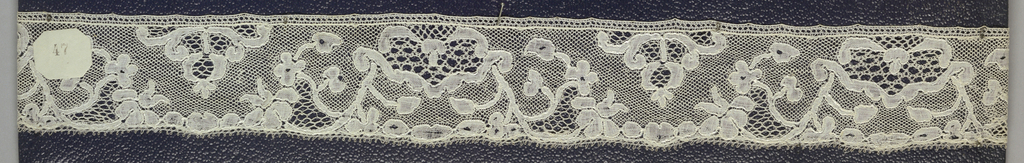 Bobbin lace edge, floral unit border; late 18th century Maline