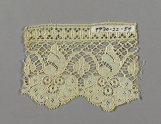 Edging lace in Mechlin-style with one scalloped border formed by flower.