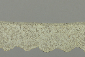 Border of asymmetric floral clusters placed in a dense pattern.