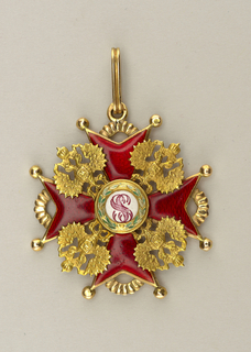 "Maltese cross, enameled red, all eight points ending in gold balls, four ribbed arches connecting paired points; four double-headed crowned eagles at corners; in center monogram ""SS"", transfer-printed and surrounded by a wreath, enameled; ribbed oval loop top; on back, enameled ""SS"" at center."