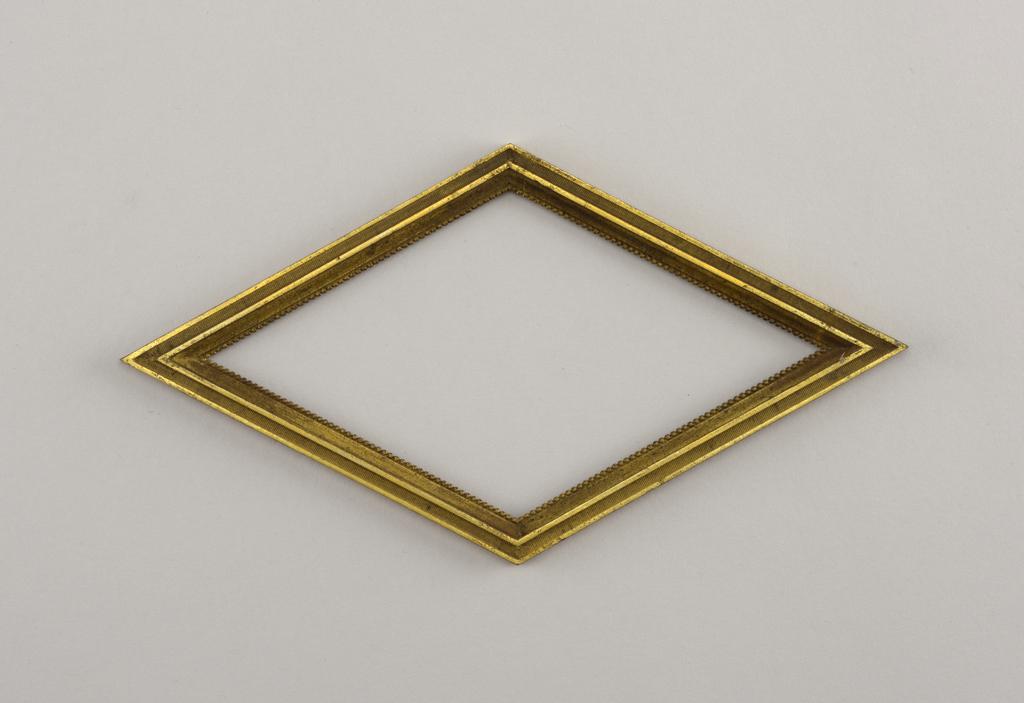Horizontally oriented lozenge-shaped form.