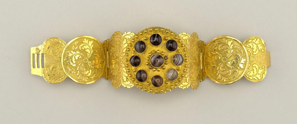 Bracelet (France), 1815–40
