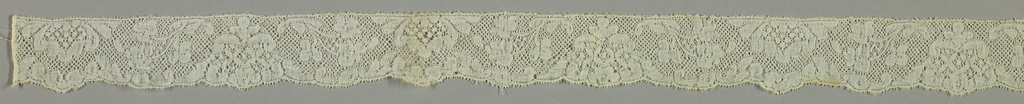 Bobbin lace double edge, symmetrical floral; mid-18th century Valenciennes Fond