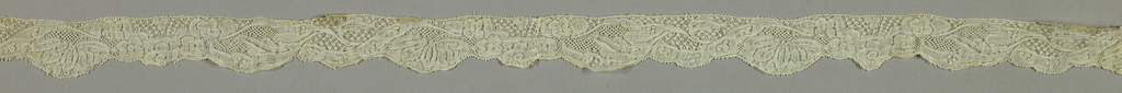 Bobbin lace double edge joined, flowering vine; mid-18th century Valenciennes Fond