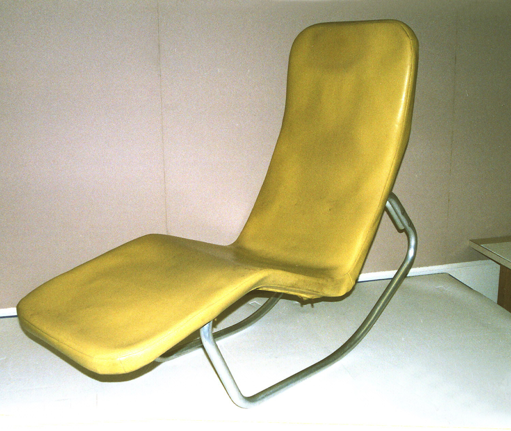 Contoured tubular aluminum frame with close fitting deep orange canvas cover stretched over back and seat.  Removeable outer cover of yellow vinyl.