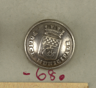Button showing shield with arms of the City of Paris; crowned; legend: Police Municipale.  On card J