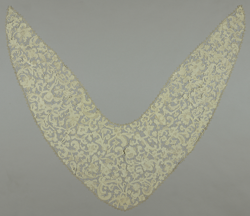 Plat Point de Venise worked in large-scale design of flowers and leaves. Narrow edge of needle lace.