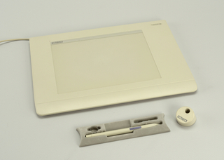 Flat rectangular pad form with screen rectangle set within the plastic band