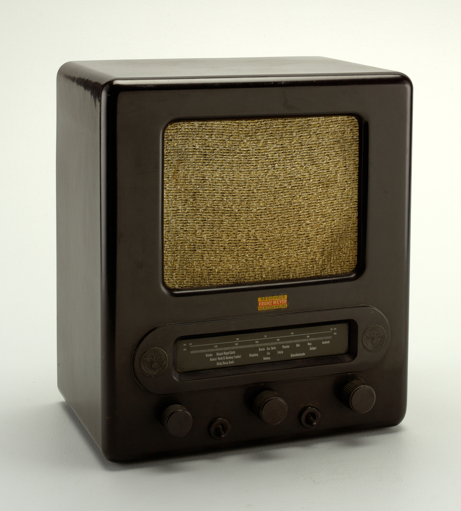 "Volksempfänger (""People's Receiver"") VE 301 DYN Radio, ca. 1938"