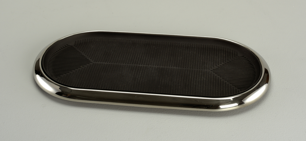 Metal Wave Pen Tray