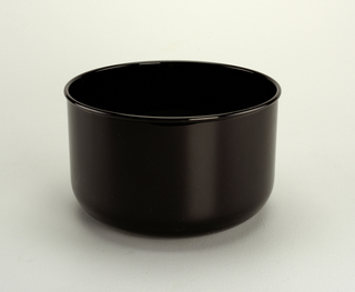 Opaque black bowl with 3 1/4 qt. capacity