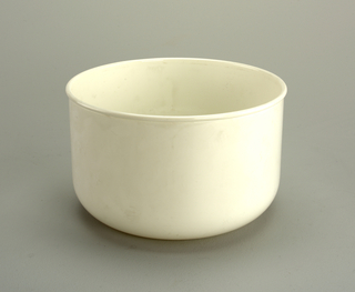 Opaque white bowl with 3 1/2 qt. capacity