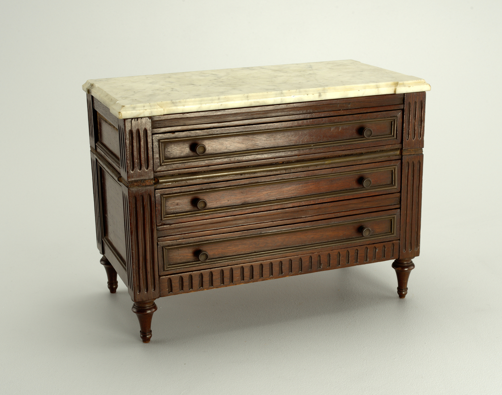 chest of drawers Miniature