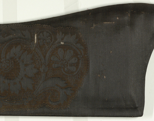 Vertically symmetrical cartouche with bold flowers on a vine. Pattern direction parallel with weft.