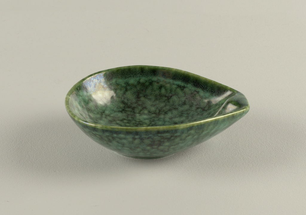 Teardrop shape small basin papboat with squared grip end in mottled green glaze.
