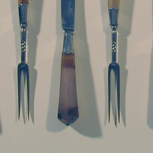 (a-e) Eight-panelled agate haft with scalloped and engraved ferrule below two tines with partly twisted stem.