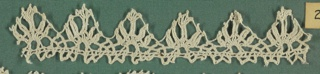 Edging lace fragment with small points, each containing five radiating spokes.