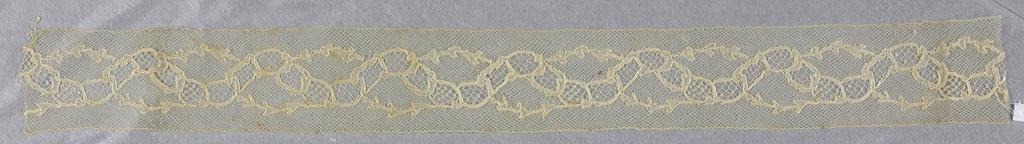 Bobbin lace border, twisting brance; early 19th century Maline entre-deux