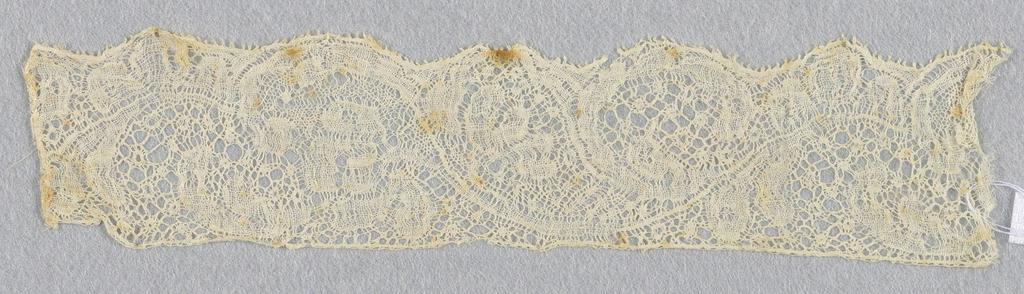 Bobbin lace sample, floral vine; early 18th century Binche
