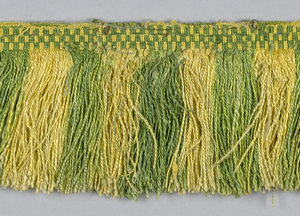 Fringe with a green and yellow checkerboard heading. Skirt threads are arranged in stripes.