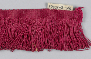 Red fringe with a plain-woven heading and a skirt of red loops.