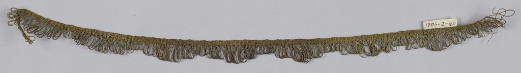 Plain woven heading with a scalloped edge of looped threads.