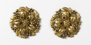 Mounts shaped as round blossoms.
