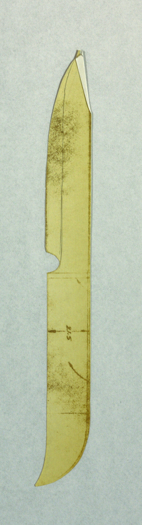 Cutout of a steak knife with curved ends; dimensions.