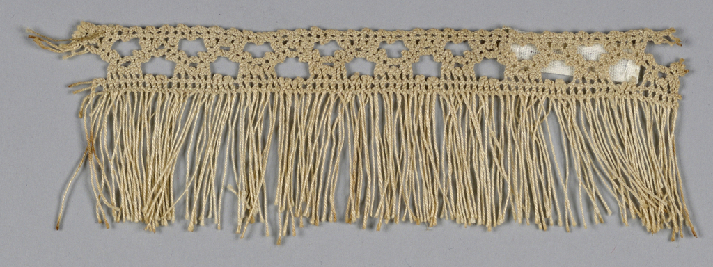 Fringe with narrow heading of braided lace.