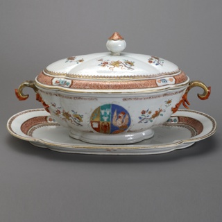 Soup Tureen with the Arms of the Scholten Family Soup Tureen With Stand