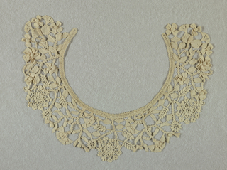 Collar with a design of flowering plants, carnations and roses.