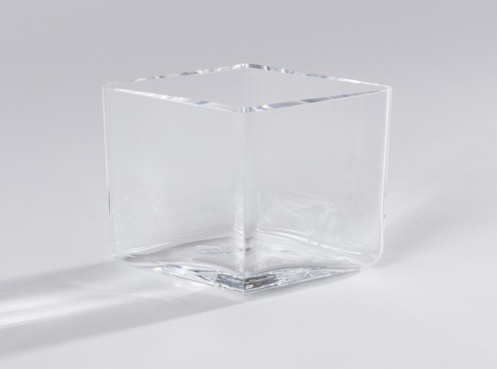 Short diamond shaped body of transparent glass.