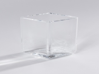 Short diamond shaped body of transparent glass.