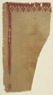 Monochrome, red wool and undyed linen.  A clavus and a part of neck decoration showing a row of arches over plant motifs. The tapestry area has 2+2 warp groupings with crossing warps