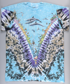 Short-sleeved T-shirt tie-dyed and printed with various fish and dolphins.