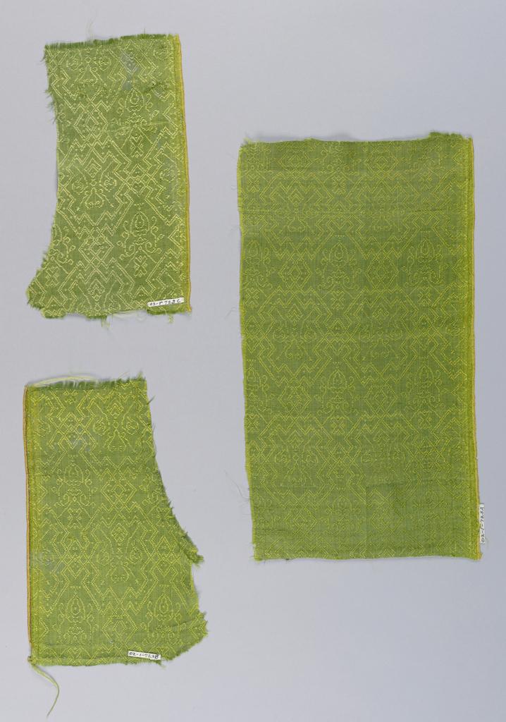 Narrowly outlined lozenge fields in green.
