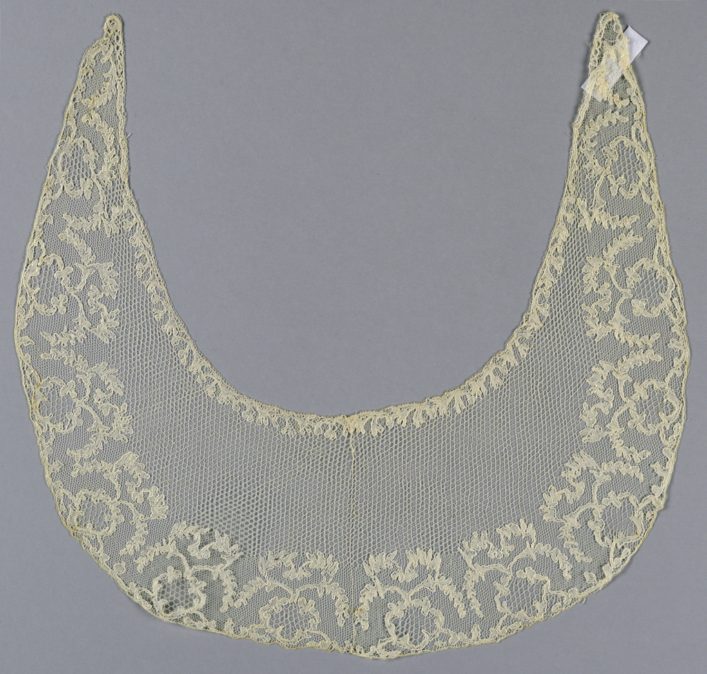 Collar with six-point star ground and hexagonal (Lille) ground and leaf ornaments.
