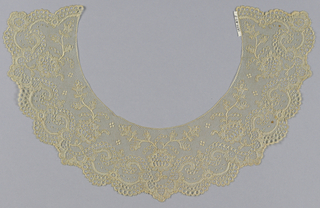 Collar of bobbin-made lace (Lille style)