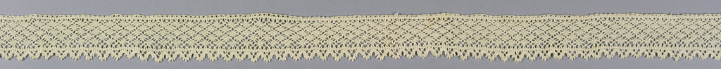 """""""Punto avorio"""" or braid-like peasant lace from the Valle Vogna is of the same type as this from Monferrato."""