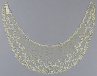 Mechlin-style collar with an ornamental border and compartments enclosing various grounds.
