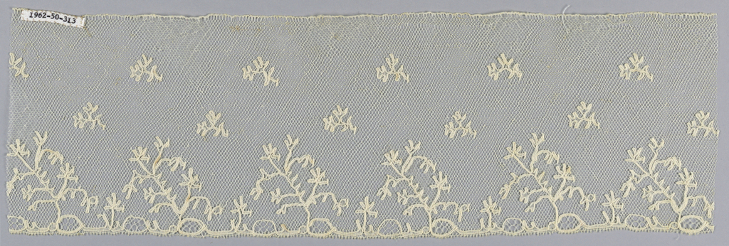 Border in a Lille-style pattern with a ground called spanish mesh which was more than likely made in Italy.