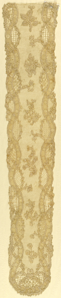 Cap streamers of Point d'Argentan in a design composed of outlining serpentine band intertwined with floral garlands framing centrally-placed floral sprays. Fond: réseau. Modes: bride bouclée, réseau mouché, venises, enchainettes.