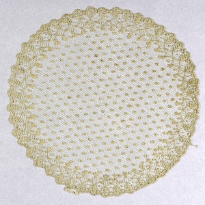 Circular doily with a leaf and lozenge border.