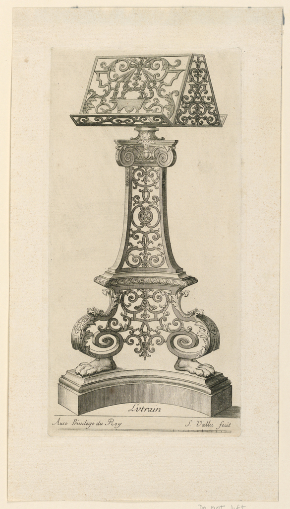 The stand is shown de face, the top slightly obliquely.