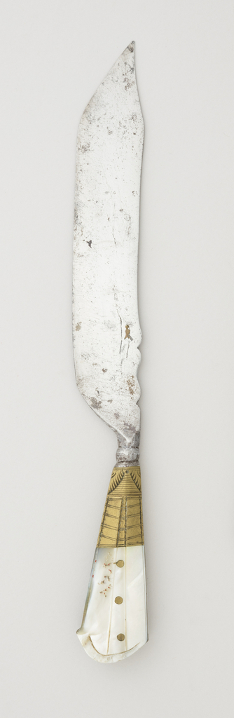 Sabre-shaped blade with a profiled upper edge, plain bolster and rounded neck. Flared rectangular handle with rounded top, brass mounts and band along the sides engraved with decorative pattern. Three brass rivets on each side of the handle. Front and back of handle carved mother-of-pearl.